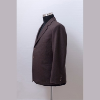 The suit jacket made of Agnona 140'cashmere-wool fabric with hybrid medium construction in English style / Öltönyzakó az olasz Agnona Super 140' kasmírral kevert gyapjújából merev kidolgozással angol stílusjegyekkel.