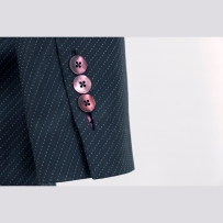 Mother of pearl buttons in bound buttonhole Kagylógombok paszpolos hosszú gomblyukkal