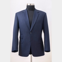 The suit jacket made of Scabal 130' merino wool fabric with hybrid medium construction in English cut but with Italian style's shoulder and sleeve / Öltönyzakó a Scabal 130'as merinó-gyapjúból, közepesen merev hibrid kidolgozással angol stílusjegyekkel és szabással, de olasz ujjakkal.