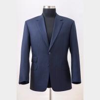 The suit jacket made of Scabal 130' merino wool fabric with hybrid medium construction in English cut but with Italian style of the shoulders and sleeves / Öltönyzakó a Scabal 130'as merinó-gyapjúból, közepesen merev hibrid kidolgozással angol stílusjegyekkel és szabással.